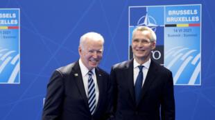 الرئيس الأميركي جو بايدن والأمين العام لحلف الناتو، بروكسل (14 حزيران 2021)
