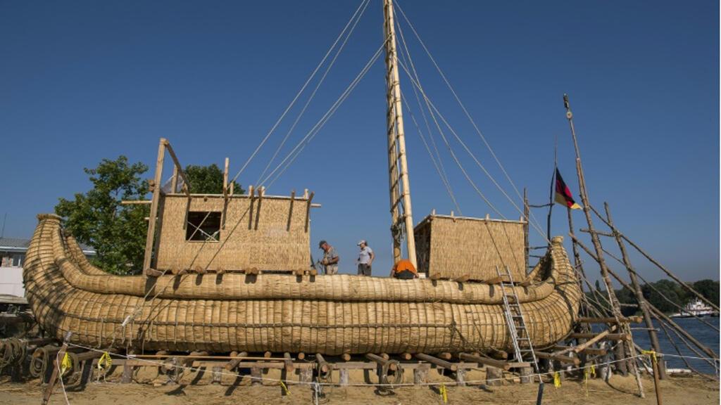 القارب المصنوع من القصب الذي ستجرى عليه الدراسة