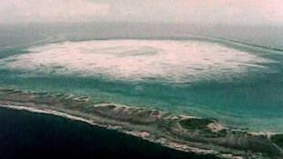 - إحدى التجارب النوويةالفرنسية في المحيط الهادئ