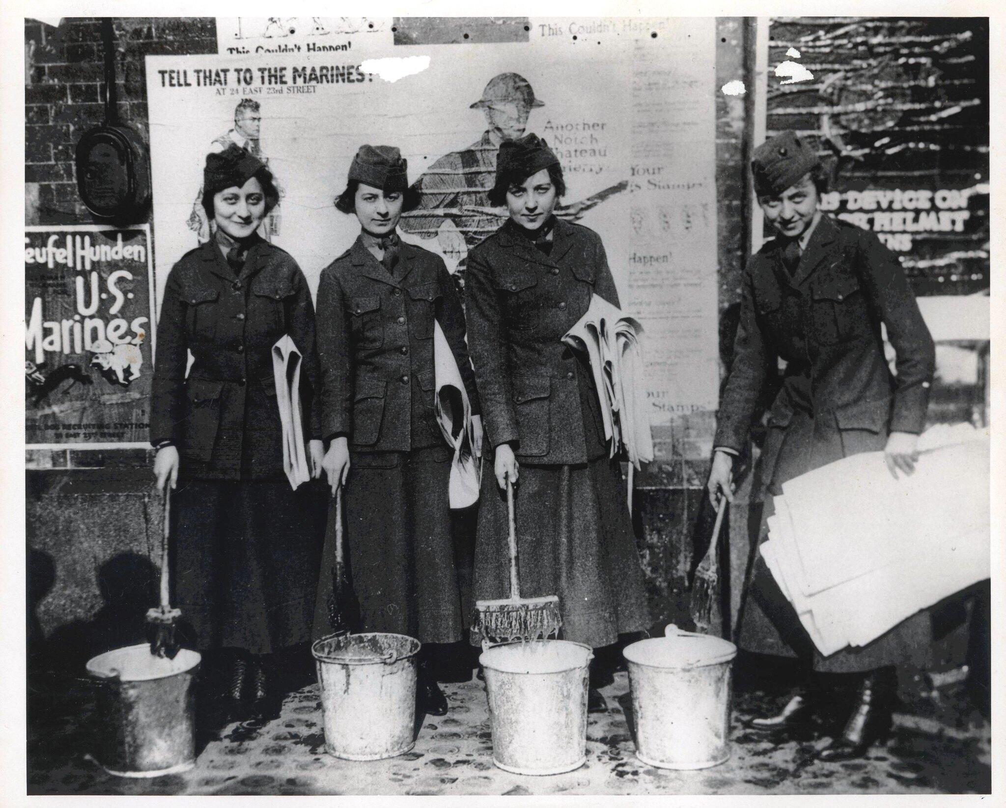 النساء في مشاة البحرية الأمريكية، كاليفورنيا، 1918