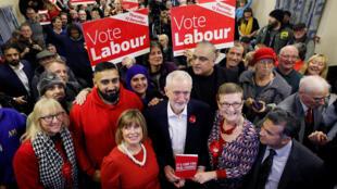 جيرمي كوربن بين أنصاره من حزب العمال البريطاني يوم 21 نوفمبر 2019
