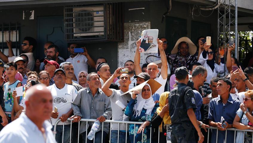 تونسيون يتجمعون لتوديع الرئيس الراحل الباجي قايد السبسي
