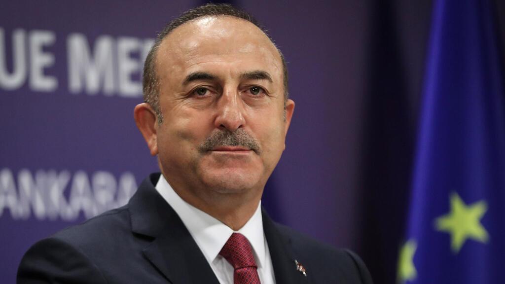 وزير خارجية تركيا مولود جاويش أوغلو أثناء مؤتمر صحافي في العاصمة التركية أنقرة