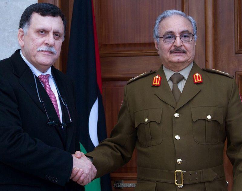 رئيس حكومة الوفاق الوطني الليبية فايز السراج والمشير خليفة حفتر