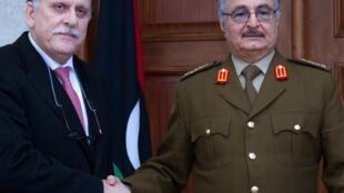 رئيس حكومة الوفاق الوطني الليبية فايز السراج والمشير خليفة حفتر ( أرشيف)