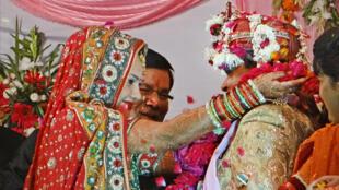 خلال حفل زواج هندوسي في الهند