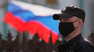 شرطي روسي في سان بطرسبرغ