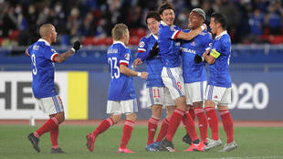 مهاجم فريق يوكوهاما إف مارينوس الياباني يحتفل بهدفه مع زملائه خلال مباراة في دوري أبطال آسيا لكرة القدم مع فريق إف مارينوس الاسترالي في يوكوهاما في يوم 19 فبراير 2020.
