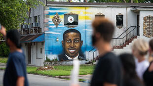 جدارية تصور أحمد أربري في مدينة برونزويك الأمريكية