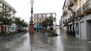 مدينة اسبانية فارغة من المارة