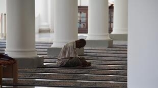 Praying-Muslim-man-in-Mosque