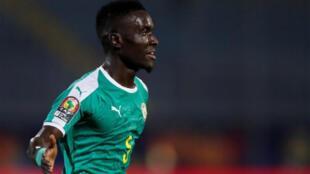 لاعب كرة القدم السنغالي إدريسا غي