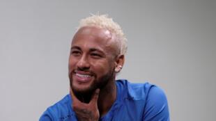 نجم كرة القدم البرازيلية نيمار-
