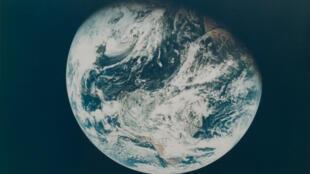 صورة لكوكب الأرض من مركبة أبولو-8 الأمريكية