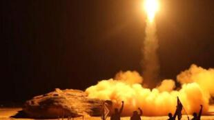 صاروخ أطلقه الحوثيون