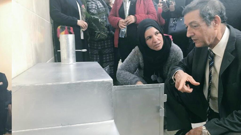 د.الحافي في تظاهرة مخصصة لتوزيع أفران مُحَسَّنة غير مسرفة في استهلاك خشب الغابات
