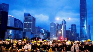 مظاهرات في هونغ كونغ منددة على مشروع قانون تسليم المجرمين الذي يمنح الصين هامشاً أوسع من التدخل في شؤونهم