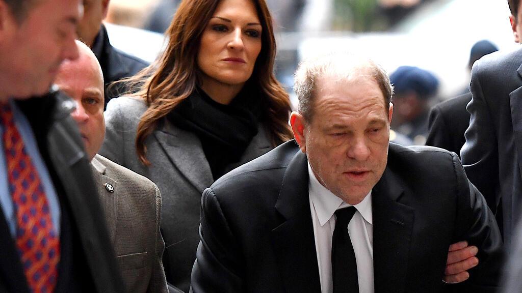 هارفي وينستين في طريقه إلى محكمة مانهاتن الجنائية بنيويورك يوم 6 يناير 2020