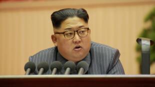 الزعيم الكوري الشمالي  كيم جونغ-اون إن
