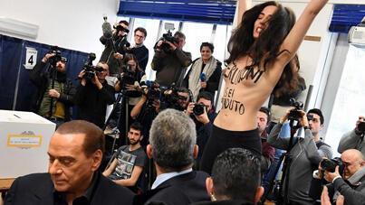 ناشطة فيمن تحتج أمام برلسكوني