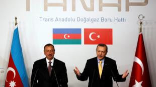 الرئيسان التركي والأذري في اسطنبول عام 2012