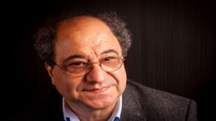 الشاعر والأكاديمي التونسي طاهر البكري