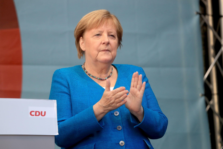 2021-09-25T103341Z_1761665769_RC2YWP97VM94_RTRMADP_3_GERMANY-ELECTION-CDU-MERKEL-LASCHET