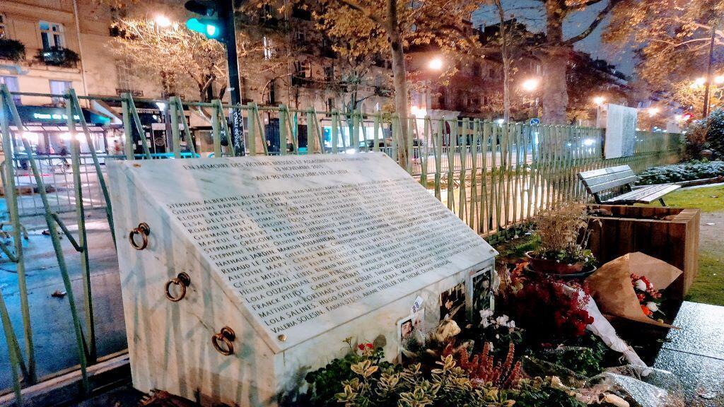 نصب يحمل أسماء ضحايا اعتداء باتكلان 2015