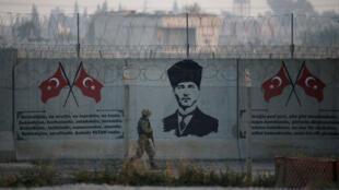 جندي تركي على الحدود السورية - التركية