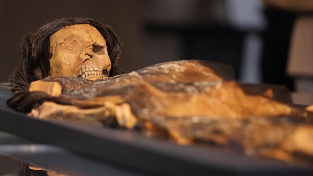 علماء آثار يعيدون تشكيل وجه أول امرأة حكمت شمال البيرو قبل 1700عام