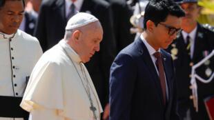 البابا فرنسيس مع رئيس مدغشقر