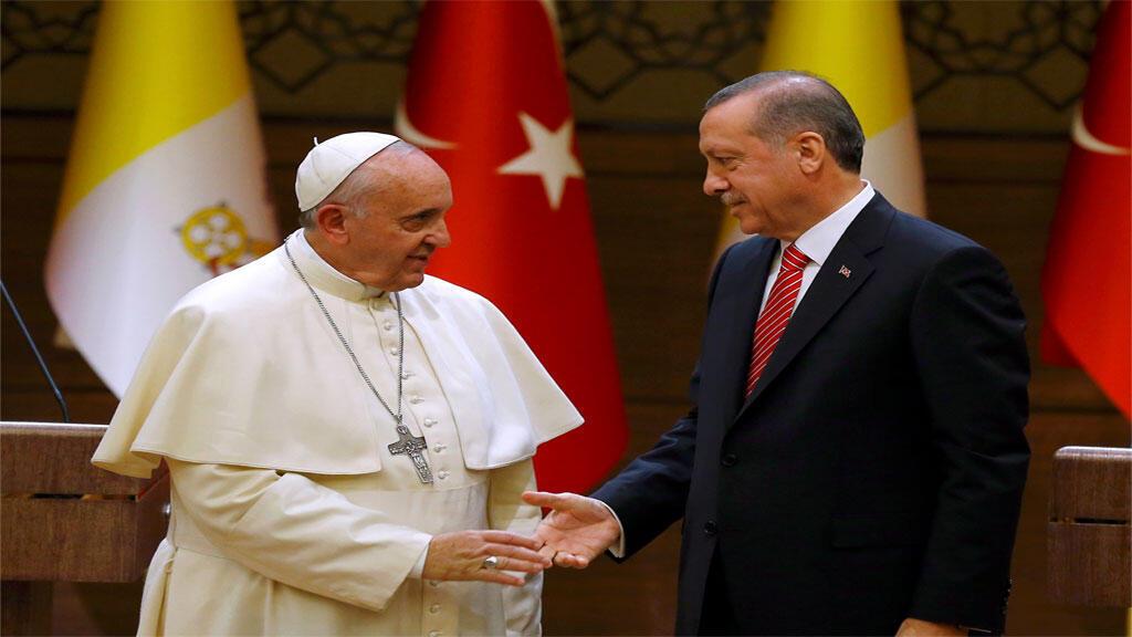 البابا فرانسيس أثناء زيارته الى تركيا