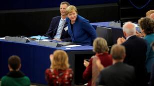 المستشارة الالمانية أنغيلا ميركل تنال تصفيق البرلمان الأوروبي