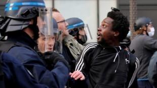 """تظاهرة محظورة في مدينة """"ليل"""" الفرنسية ضد عنف الشرطة، فرنسا"""