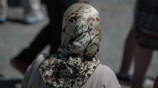 إمرأة ترتدي الحجاب