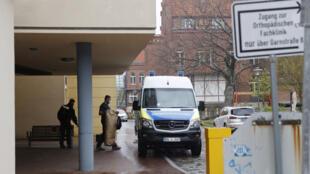 عناصر الشرطة أمام مركز للمعوقين في مدينة بوتسدام الألمانية