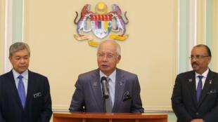 رئيس الوزراء الماليزي الأسبق نجيب عبد الرزاق يلقي كلمة بعد التعديل الوزاري على خلفية فضيحة فساد