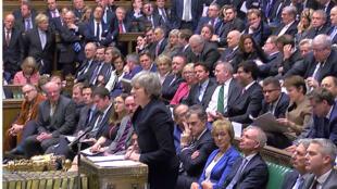 رئيسة الوزراء البريطانية تيريزا ماي تخاطب البرلمان قبيل التصويت على اتفاق  البريكسيت