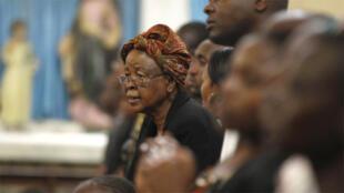 كينيون يصلون في إحدى الكنائس لضحايا هجوم غاريسا