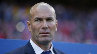 زين الدين زيدان مدرب ريال مدريد واللاعب السابق في يوفنتوس الإيطالي