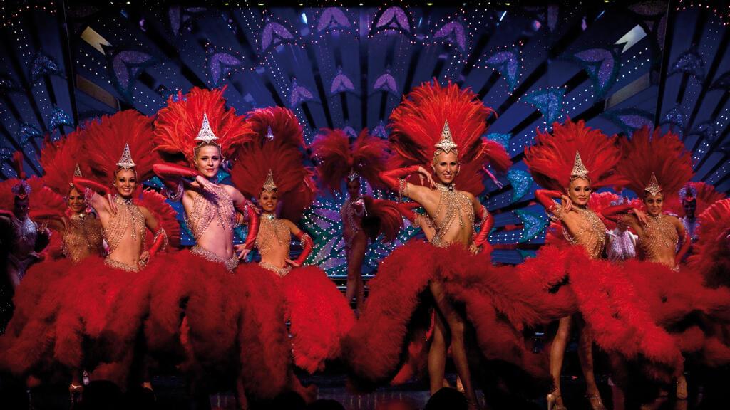 راقصات في ملهى الطاحونة الحمراء