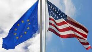 علم أمريكا والاتحاد الأوروبي