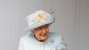 ملكة بريطانيا اليزابيث الثانية