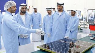 """محمد بن راشد آل مكتوم ومحمد بن زايد آل نهيان يطلقان برنامج """"الإمارات الوطـني للفضاء"""""""