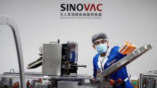 داخل مختبر لسينوفاك في بكين