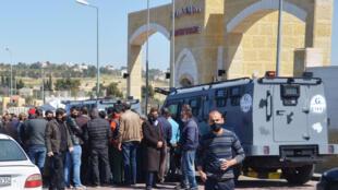أمام مستشفى مدينة السلط الأردنية