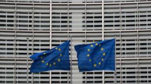أمام مبنى المفوضية الأوروبية في بروكسل