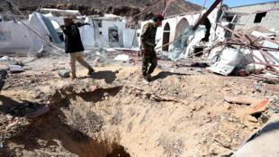 في موقع قصف حوثي قرب مأرب