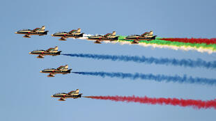 استعراض جوّي خلال معرض دبي للطيران