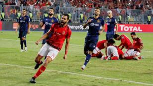 فرحة لاعبي الأهلي المصري بعد تسجيل الهدف الثالث أمام الترجي التونسي في الإسكندرية يوم 2 نوفمبر 2018